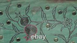 Antique Chinois Grande Broderie De Soie Or & Argent Points 5 Foo-chiens Panneau