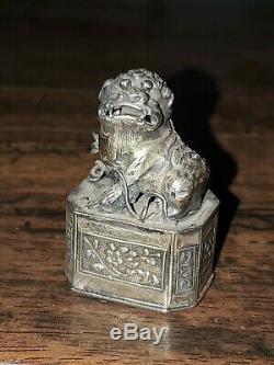 Antique Chinois Silver Gold Wash Foo Dog Tabatière Marqué Vente Domaine Find