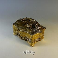 Antique Gilded Silver Plate Chinese Repousse Dresser Boîte Avec Poignée
