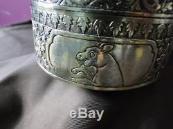 Boîte Orientale En Argent Doré Arrondie Datée Vers 1860 Éléphants Gravés Et Chasés