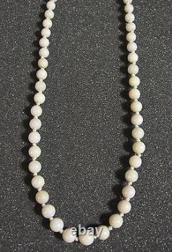 Collier Chinois Vintage De 26 Pouces Avec Perles De Jade Blanc Et Argent Au-dessus Du Fermoir D'or