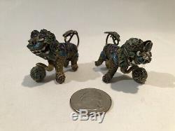 Paire De Miniatures Chinois Gilt Argent Et Émail Foo Dogs / The Guardian Lions
