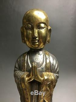 Un Ensemble De Rares Statues De Bouddha Chinois En Argent Doré